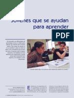 Jovenes que se ayudan para aprender entre pares