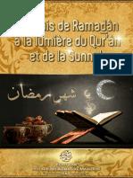 Le Mois de Ramadân à La Lumière Du Qur'Ân & de La Sunnah