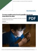 Un nuevo estudio asocia el uso de pantallas con un peor desarrollo de los niños _ Tecnología _ EL PAÍS.pdf