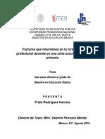 Factores que intervienen en la formacion profesional docente en una zona escolar de nivel primaria.pdf