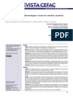 Sintomas vocais e desvantagem vocal em adultos usuários de implante coclear