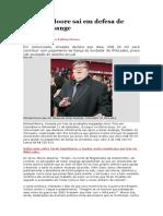 Michael Moore Sai Em Defesa de Julian Assange
