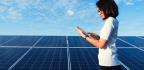 Las Mujeres Fortalecen Las Industrias De Energía Renovable