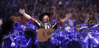 Garth Brooks Starts Dive Bar Tour In Chicago With A Jukebox Full Of Hits