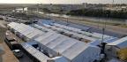 Abren Juzgados En Carpas Para Los Migrantes A Lo Largo De La Frontera De Texas, Mientras Abundan Las Preguntas